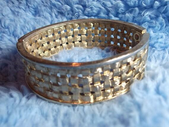 Vintage Bracelet, Wide Bracelet So AwEsOmE GoLd Toned BASKET Weave BRACELET