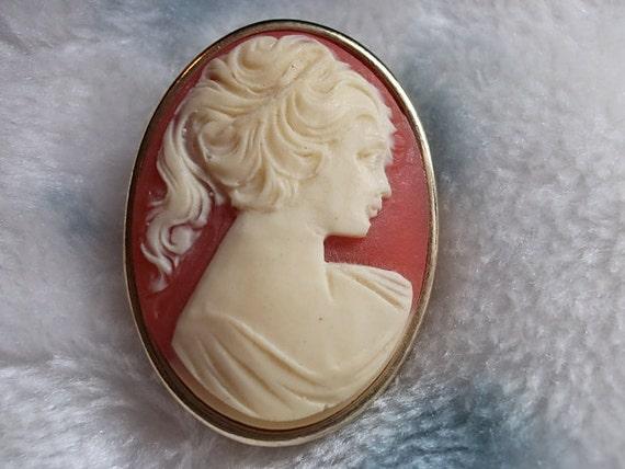 Vintage Brooch, Vintage Cameo Brooch Peach & Cream Cameo Oval Pin,Vintage Brooch