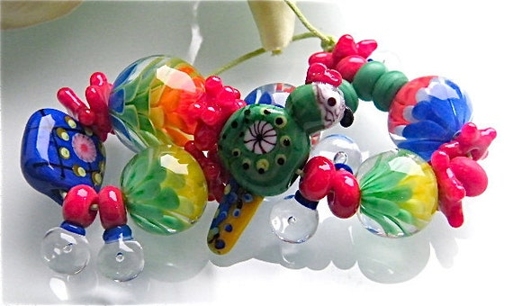 Reserved for Jude...Pygmy Parrot Chrysanthemum beadset (27) by Caroline Dousi (SRA)