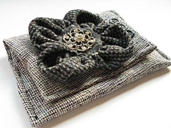 Clutch/wallet made from gray recycled silk tweed with recycled wool flower