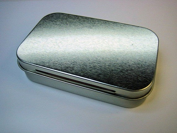 Minty Boost USB Gadget Charger in an Altoids Tin