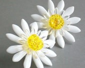 Michiko Bloomin' Button Daisy Earrings - White, Clear and Yellow with Gold