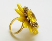 Nyla Bloomin' Button Ring - Yellow and Gold
