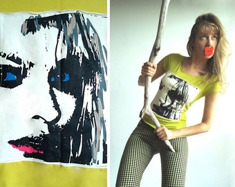 PEEK-A-BOO Vintage Soft Stretchy Jersey T-Shirt Top in Cheerful Lime Green with Portrait of Mysterious Girl Size S