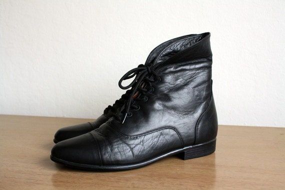 Vintage BLK  LEATHER  PIXIE BOOTIES size 7.5 womens
