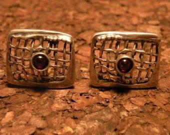 Vintage sterling garnet earrings red burgundy poran 925 silver piercing chunky stone big rustic unique netting large statement simplistic