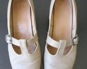 Super Cute Vintage Beige Leather T-Strap Mary Jane Penaljo Pumps Softlights Size 6.5