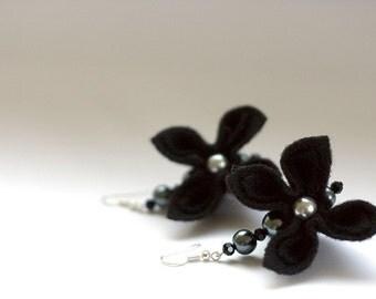 SALE Black Flowers and Pearls, Earrings