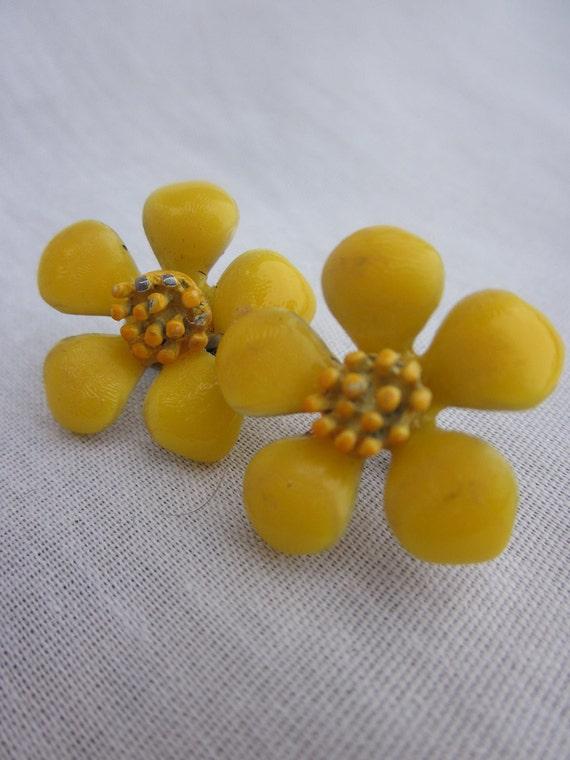 MOD '60s Yellow Daisy Earrings