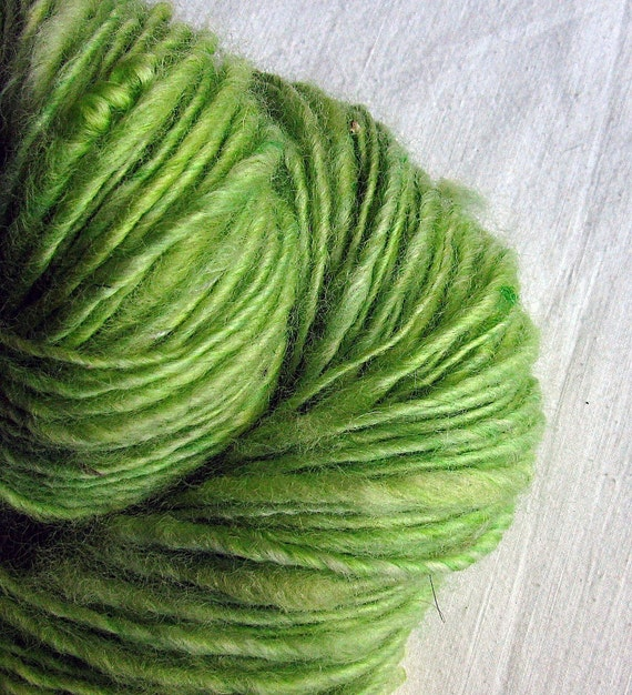Handspun Art Yarn Thick and Thin Single Blue Faced Leicester Corriedale Finn Coopworth Cross 'Lime Fizz'