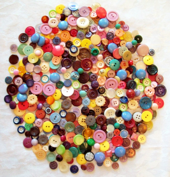 Huge Lot of Vintage Antique Colorful Buttons- 400 in Lot - (Bakelites includied) Great Assortment ( small to medium  size)