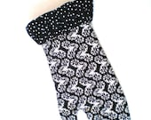 Oven mitts in damask and polkadots in black and white