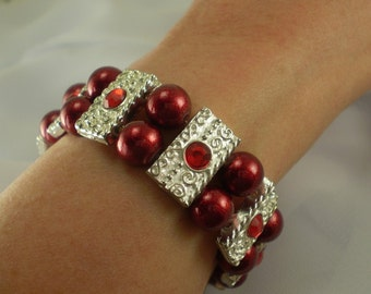 Stretch Bracelet Red Glitter Beads Rhinestone-Studded Silver Spacer Bars