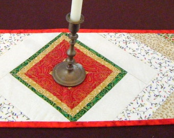 Quilted Table Runner Christmas holiday colors