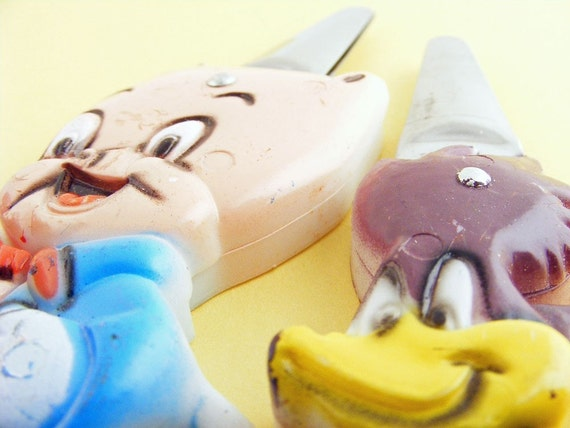 Vintage Scissors Cartoon Characters Porky Pig and Road Runner