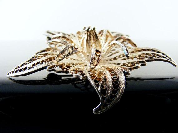 Vintage Sterling Silver Filigree Flower Brooch