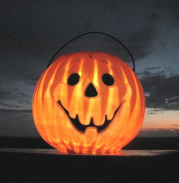 pumpkin solar light upcycled halloween solar lantern lamp. Black Bedroom Furniture Sets. Home Design Ideas