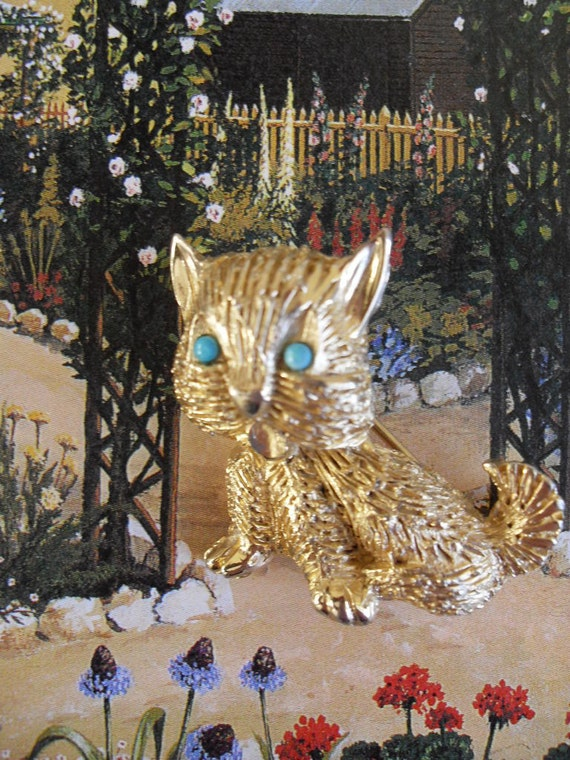 KRAMER Textured Goldtone Cat Brooch with Turquoise Eyes