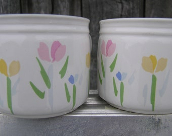 Set of Two Cups in 'Fresh Mint' pattern with flowers