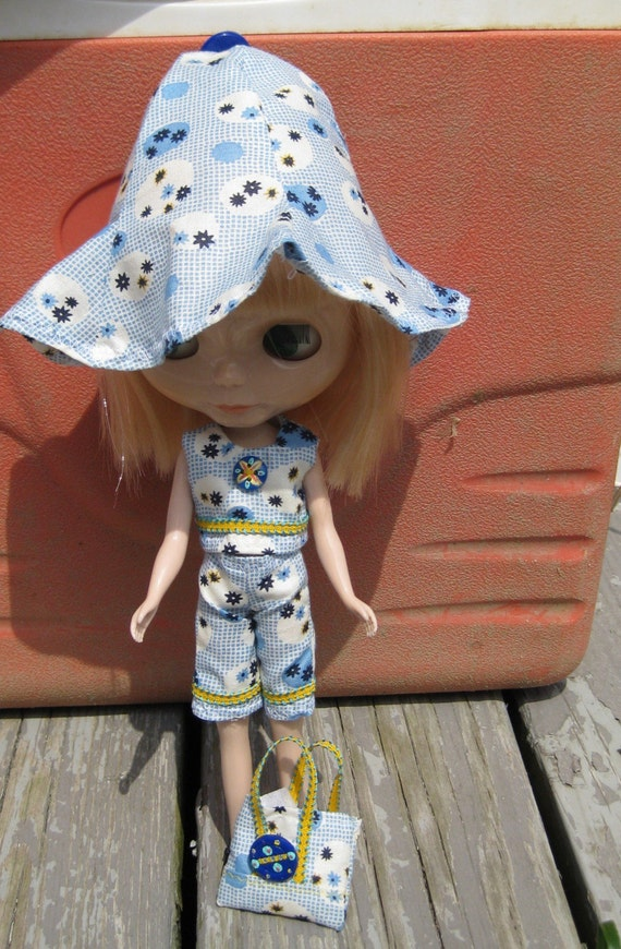 16.  Summer blue checked shorts outfit for blythe dolls