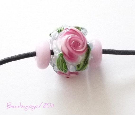 Pink roses on white / gardenbeads