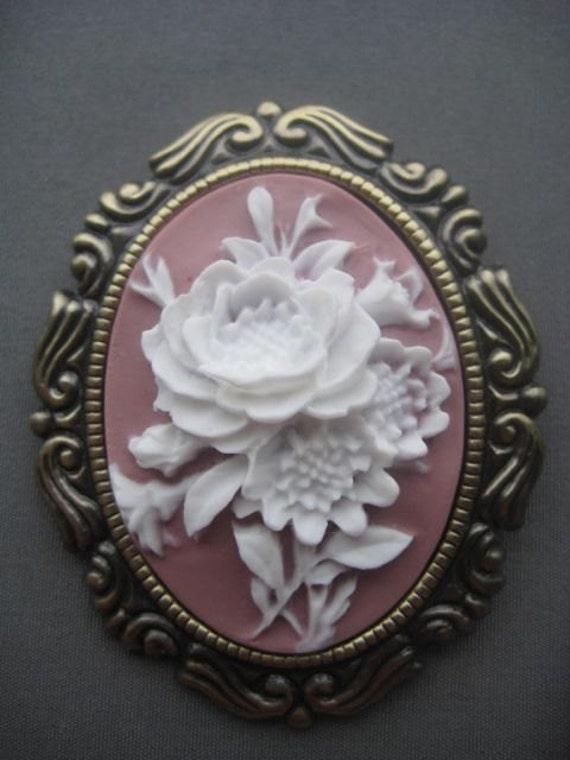 Cameo Brooch / Necklace - Flowers