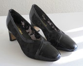 vintage 1960s pumps in lacy black, by Magdesians