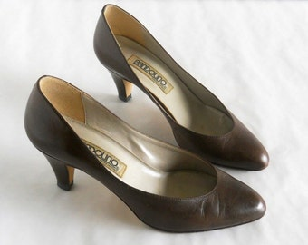 vintage 1980s pumps, Bandolino, dark brown