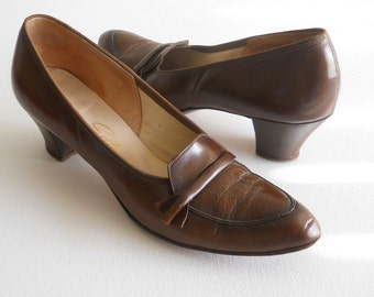 vintage 1950s brown pumps
