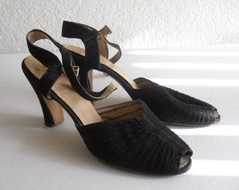 vintage 1940's pleated black strap Jay Bee peep toe sandals