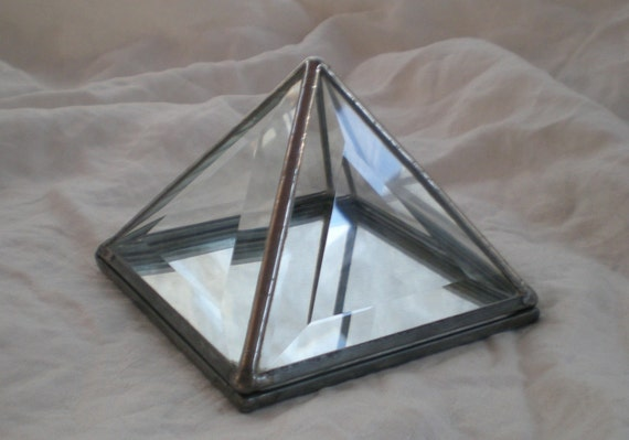 """4"""" Stained Glass Pyramid  Box bevelled with mirror"""