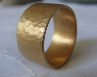 Gold Wedding Band , Unisex Wedding Ring , Hammered Wedding Ring , Texture Wedding Band , 14k Yellow Gold Flat Hammered Ring