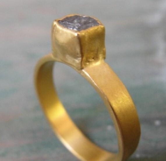 Gold Wedding Band Set - Diamond Ring - Gold Ring - 18K Gold & Rough Diamond -  Engagement Ring - Made To Order