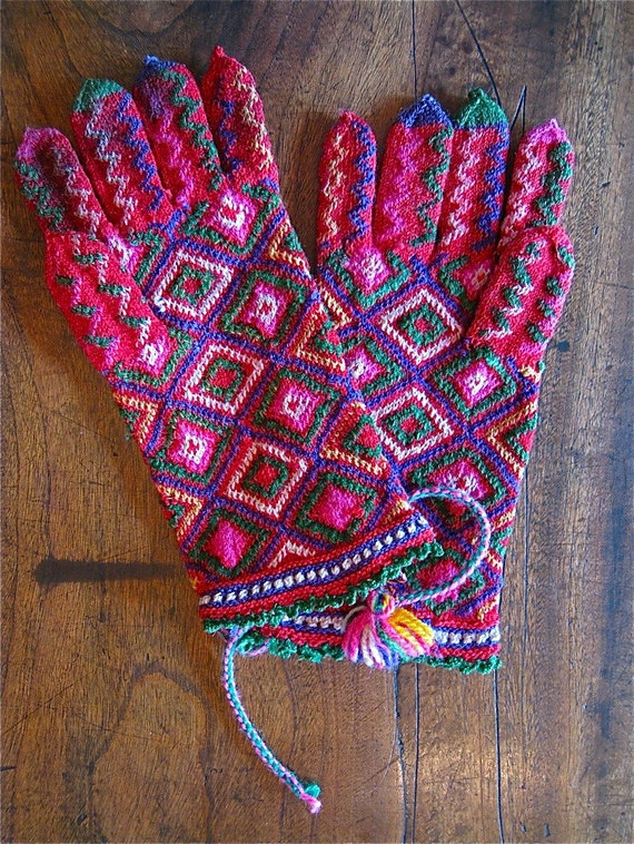 Vintage Hand Knitted Gloves from Bulgaria