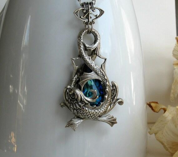 Affinity Argent Azure Aged Silver Fantasy Pendulum Necklace