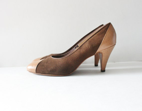 15 Dollar Sale Vintage 60s Town and Country Two Tone Brown Leather Heels, Women Size 8.5M/9N