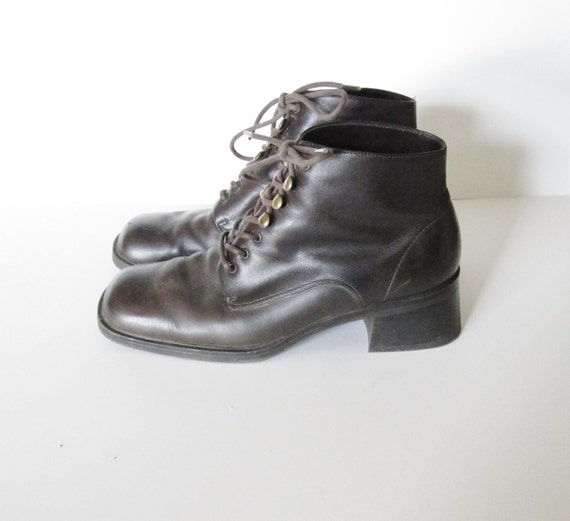 20 Dollar Sale Vintage Chunky Heel Ankle Boots - Brown Leather - Mootsies Tootsies Women 6.5M