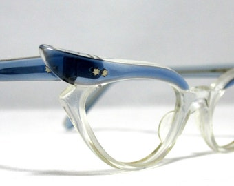 Vintage Eyelgasses. 60s Winged Cat Eye Glasses Blue and Clear