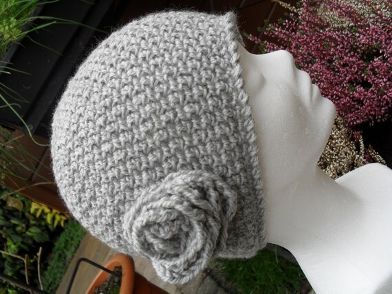 Crochet pattern : ladies hat with flower (free extra pattern for a crocheted beret in same stitch)