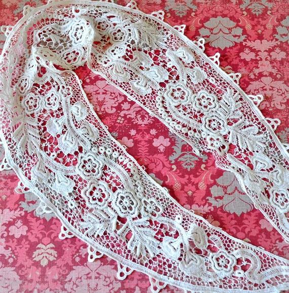 Gorgeous antique white lace collar trim edging