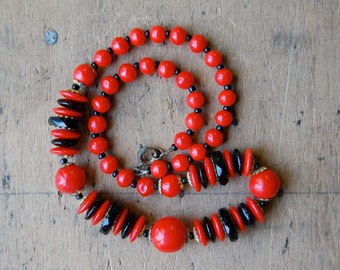 vintage glass bead necklace / 1930s jewelry / ZOETHOUT