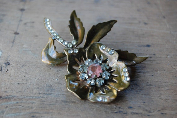 brass brooch / 1940s vintage / COSMOS FLOWER