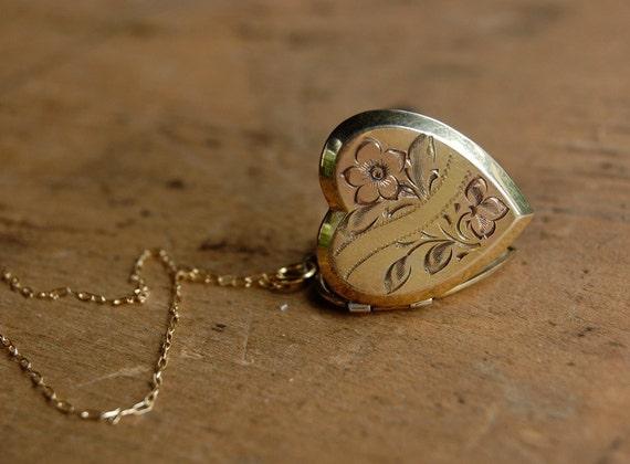 FIRST BUD 1950s vintage heart locket