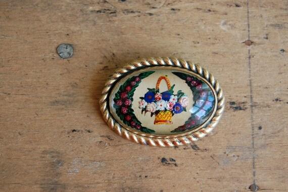 vintage glass brooch / 1940s jewelry / intaglio / FLOWER PATCH