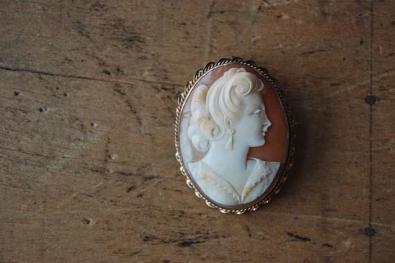 vintage cameo / 1940s jewelry / MADAME DE