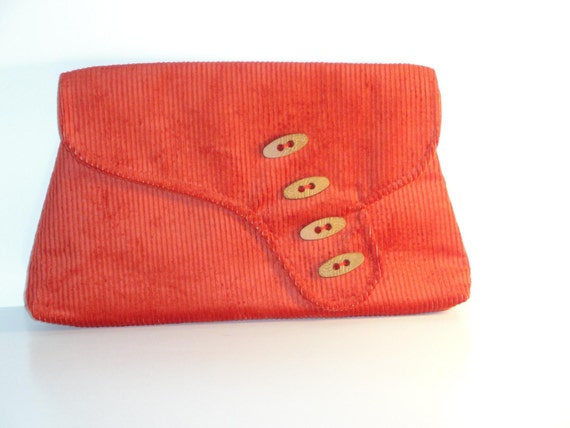 RHONDA- 1920's Asymetric clutch with wood buttons