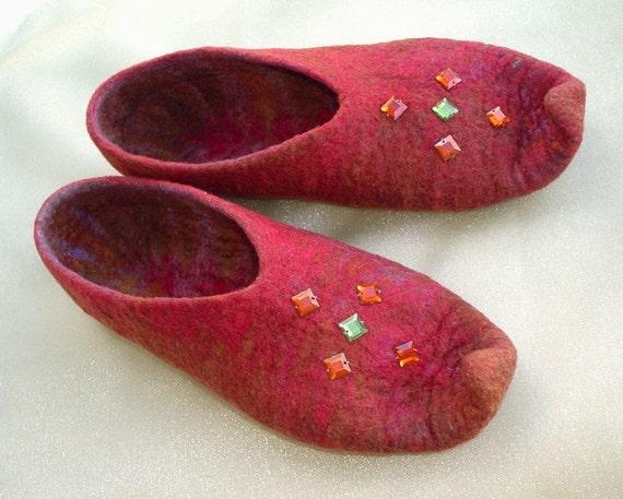 Oriental tales ...Felted slippers / Falkland wool top / Brick-red / Burgundy / Gold / Dark Gray / Handmade