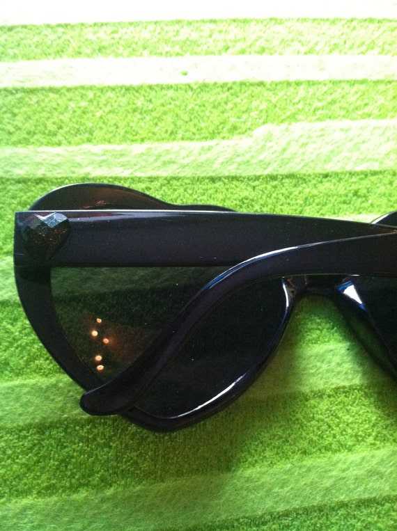 Black heart sunglasses with hearts. Reserved.