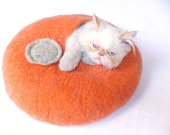 Cat house/Cat bed/Cat cave/ Cat vessel. Handmade from natural wool. Orange/Grey