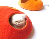 Cat cave/Cat bed/Cat house/Cat vessel. Handmade from natural wool. Red/Orange